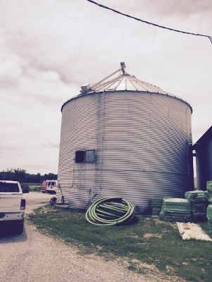 36 10 Ring Bin Complete With Unload Floor Roof Auger Two